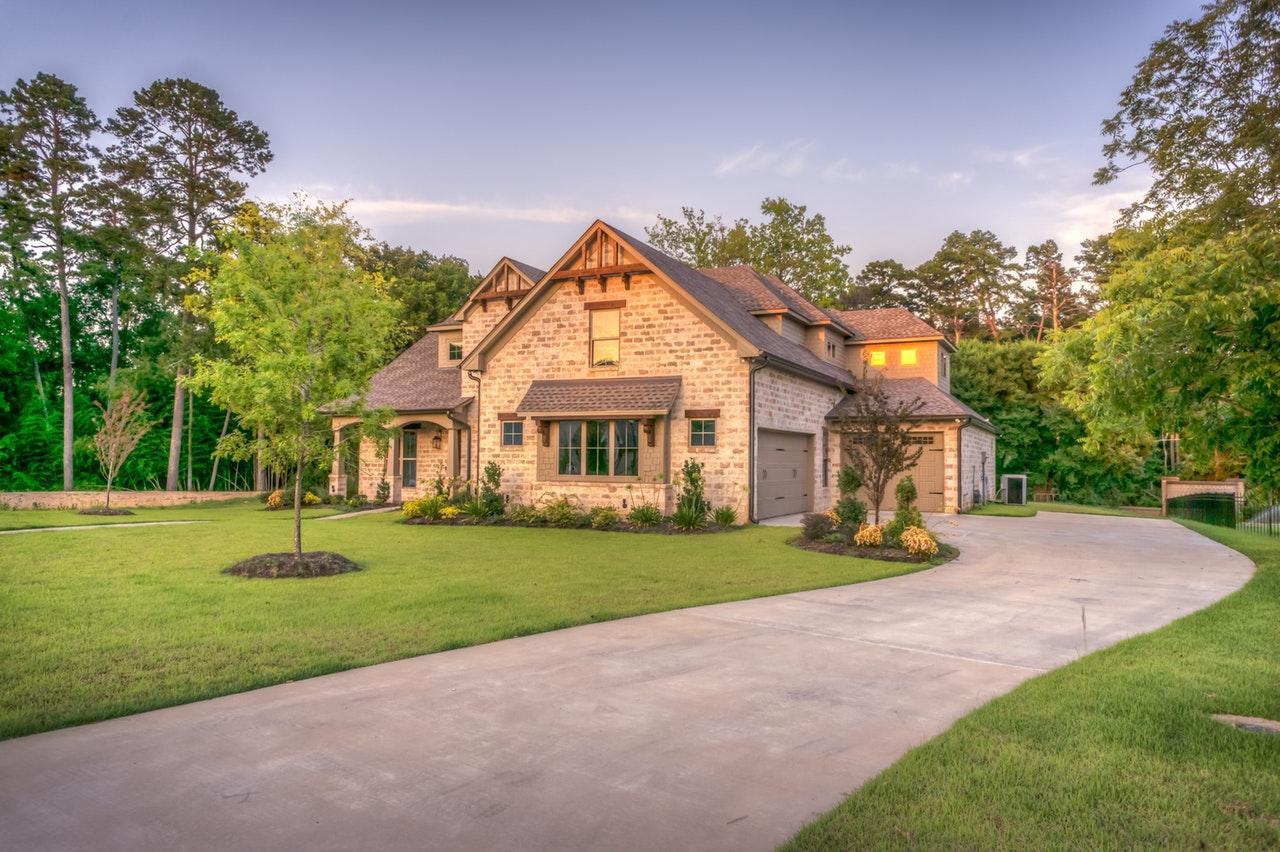 家を売却する時に知っておきたい「路線価」と「実勢価格」とは?