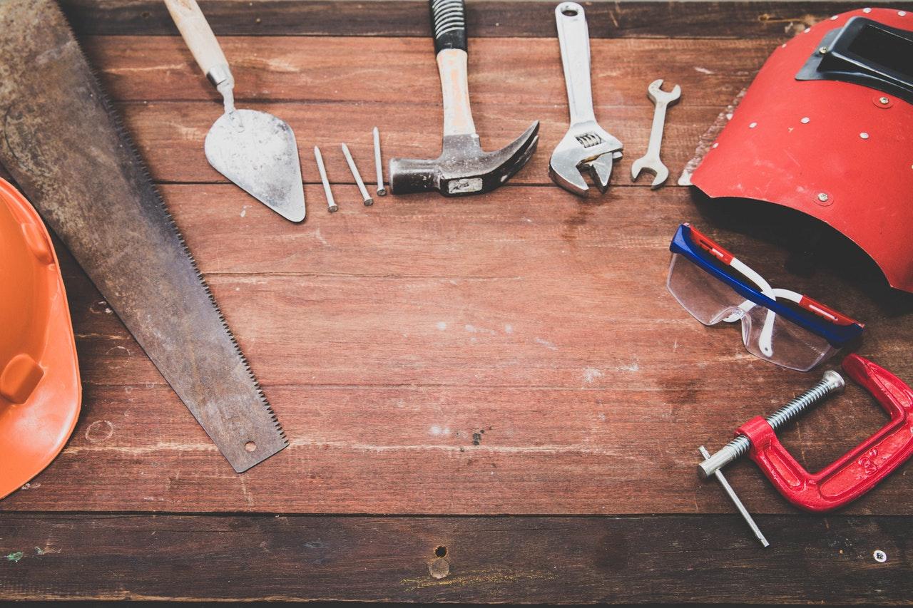 家の建て替え費用はいくらくらい必要?予算の決め方や登記・固定資産税について